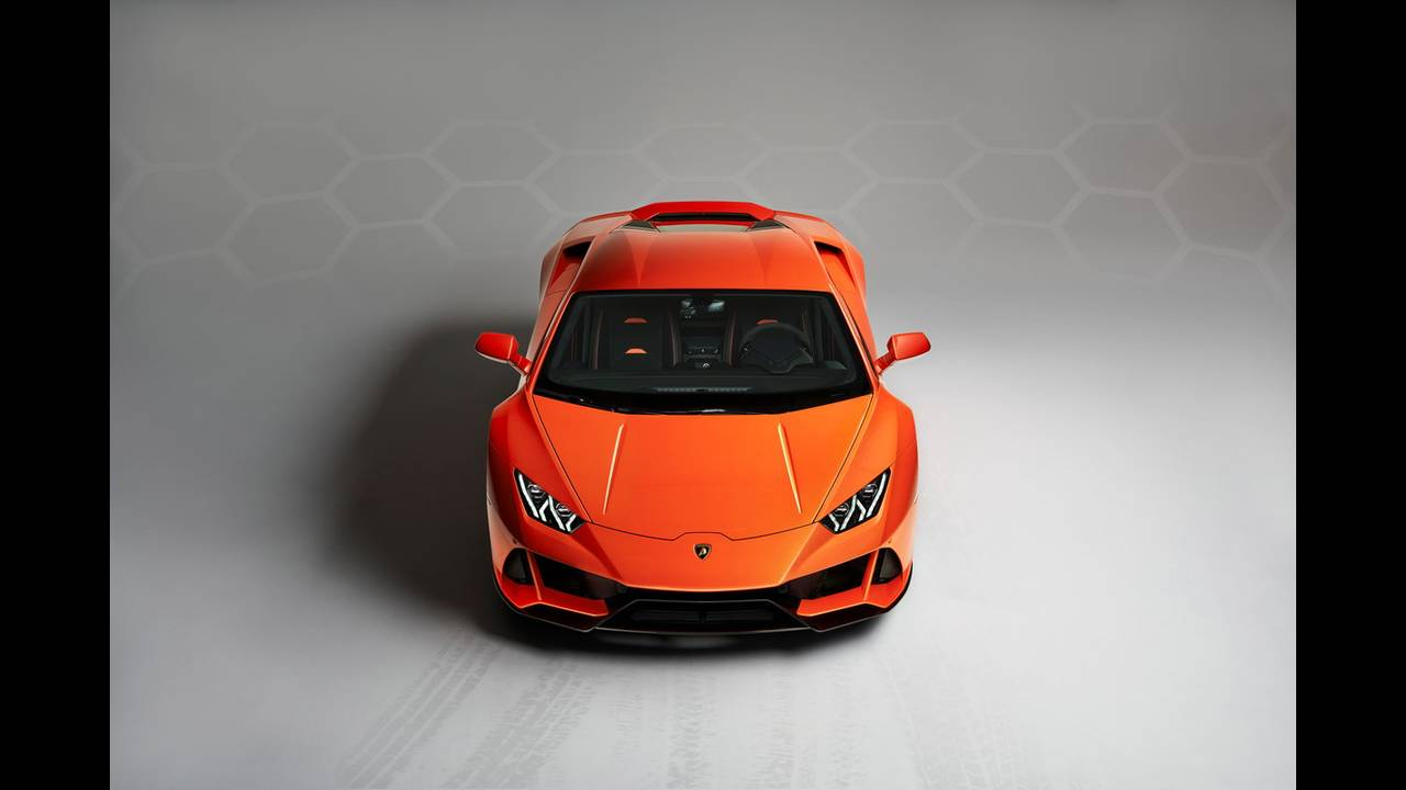 https://cdn.cnngreece.gr/media/news/2019/01/07/160951/photos/snapshot/LAMBORGHINI-HURACAN-EVO-15.jpg