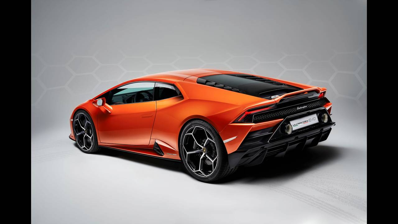 https://cdn.cnngreece.gr/media/news/2019/01/07/160951/photos/snapshot/LAMBORGHINI-HURACAN-EVO-16.jpg