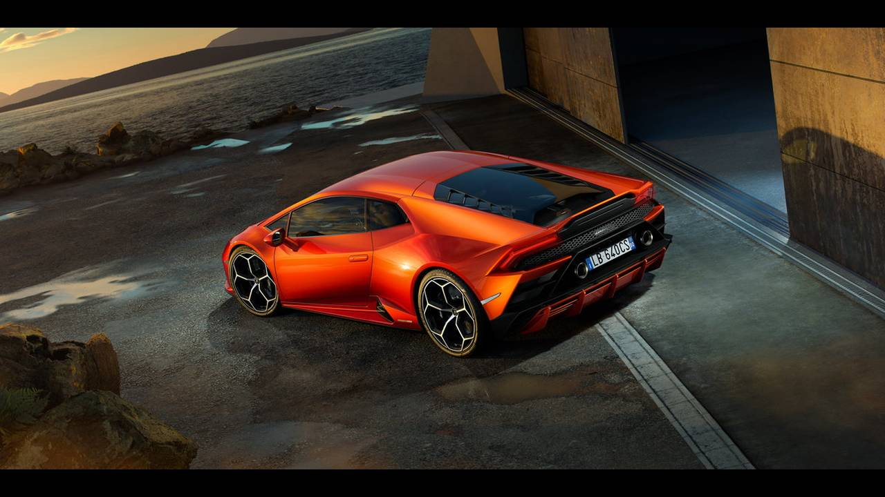 https://cdn.cnngreece.gr/media/news/2019/01/07/160951/photos/snapshot/LAMBORGHINI-HURACAN-EVO-8.jpg