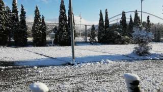 Ο Τηλέμαχος «πάγωσε» την Αττική - Περιπέτεια για τέσσερα άτομα στην Πεντέλη