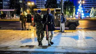 Με… τζιπ η αλλαγή φρουράς στο μνημείο του Άγνωστου στρατιώτη