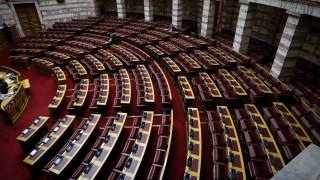 Στη Βουλή το νέο επεισόδιο της «άγριας» κόντρας κυβέρνησης – αντιπολίτευσης για την υπόθεση Novartis