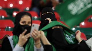 Ο «νόμος» της πατριαρχίας: Στη Σαουδική Αραβία η γυναίκα που δεν υπακούει τον άνδρα, διώκεται
