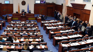 Bloomberg: Ψηφοφορία στην πΓΔΜ για την αλλαγή του ονόματος - Κρίνεται το μέλλον σε ΝΑΤΟ και ΕΕ