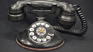 Δύο 17χρονοι επιχείρησαν να τηλεφωνήσουν από περιστροφικό τηλέφωνο και έγιναν viral