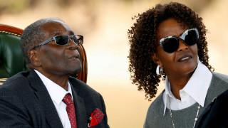 Έκλεψαν βαλίτσα με 150.000 δολάρια από τον Μουγκάμπε