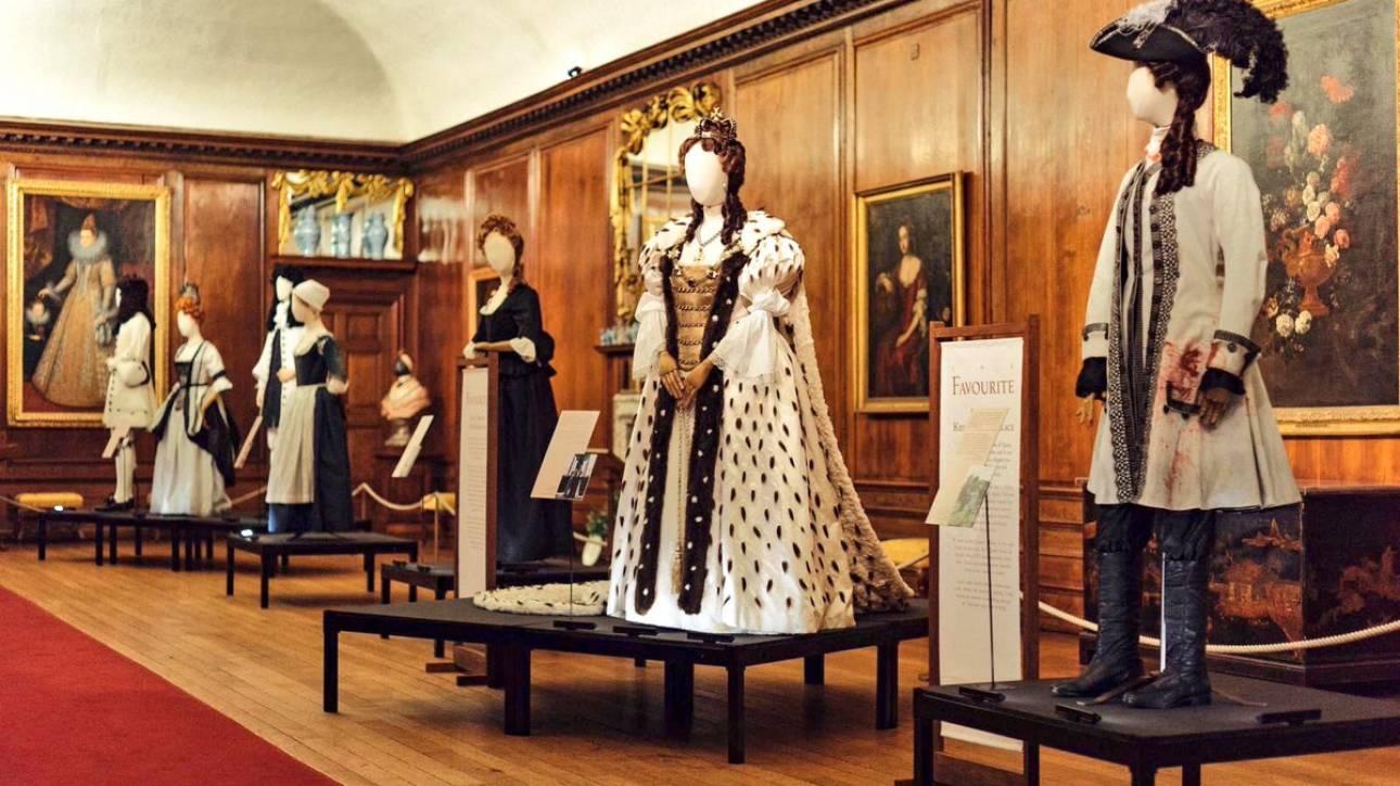 Τα κοστούμια της Σάντι Πάουελ για το «The Favourite» εκτίθενται στο Kensington Palace