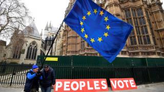 Πρόωρες εκλογές, δημοψήφισμα και ευρωεκλογές: Πονοκέφαλος στις Βρυξέλλες η καθυστέρηση του Brexit