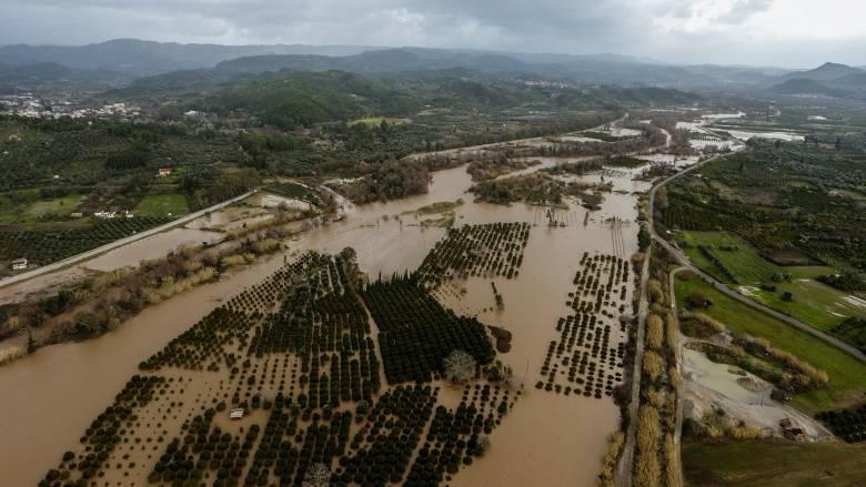 Σοβαρά προβλήματα από την κακοκαιρία: Διακοπές ρεύματος, πλημμύρες και κατολισθήσεις