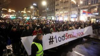 Σερβία: Χιλιάδες Σέρβοι συμμετείχαν σε διαδήλωση κατά του Βούτσιτς στο Βελιγράδι