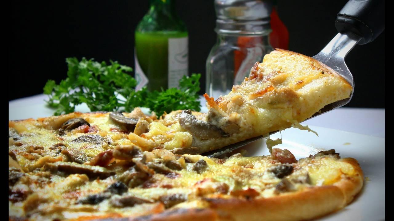 https://cdn.cnngreece.gr/media/news/2019/01/14/161790/photos/snapshot/pizza-329523_1920.jpg