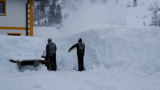 Τραγωδία στη Γαλλία:  Παρασύρθηκε από χιονοστιβάδα μπροστά στα μάτια του γιου του