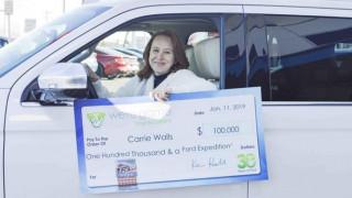 ΗΠΑ: Απλήρωτος λόγω shutdown ο σύζυγός της; 100.000 δολάρια και αυτοκίνητο σε λοταρία αυτή!