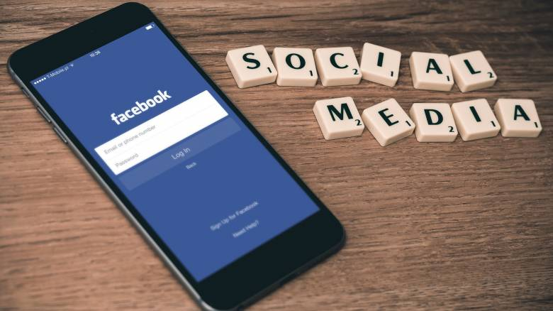 «Κολλημένοι» με το Facebook οι Έλληνες - Διεκδικούν... μετάλλιο πανευρωπαϊκά