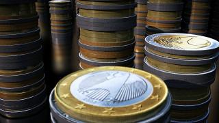 Υποχωρεί το ευρώ μετά τα στοιχεία για την επιβράδυνση της γερμανικής οικονομίας