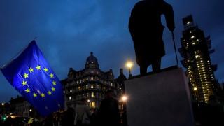 Βρετανία: Αντιμέτωπη με συντριπτική ήττα η Μέι στην ψηφοφορία για το Brexit