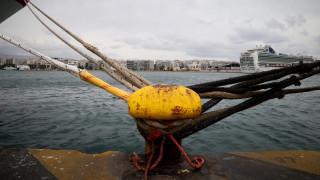 Πελώρια κύματα «καταπίνουν» το Blue Star Naxos μεσοπέλαγα