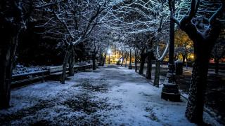 Καιρός: Χιονίζει στα βόρεια προάστια της Αττικής - Πού θα σαρώσει η κακοκαιρία τις επόμενες ώρες