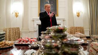 Ο Τραμπ και το δείπνο των 1.000 μπέργκερς στο Λευκό Οίκο: «Εξαφανίστηκαν» σε μία ώρα!