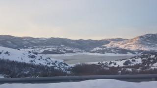 «Μαγικές» εικόνες από την παγωμένη λίμνη Σμοκόβου