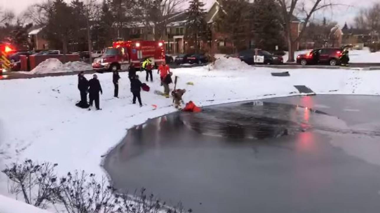 Καρέ-καρέ η διάσωση 11χρονου από παγωμένη λίμνη στις ΗΠΑ