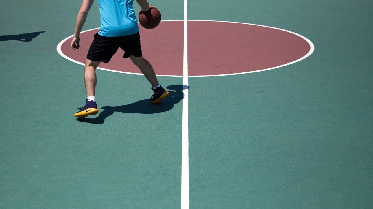 Τα πρώτα «έξυπνα» αθλητικά παπούτσια θα δένουν «μόνα τους» τα κορδόνια τους