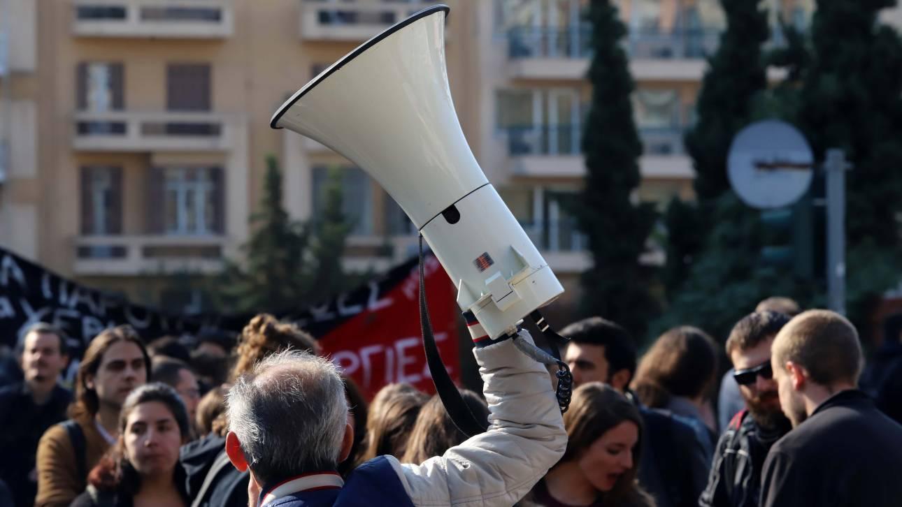 Απεργία ΑΔΕΔΥ: «Παραλύει» το Δημόσιο την Πέμπτη - Κλειστά σχολεία