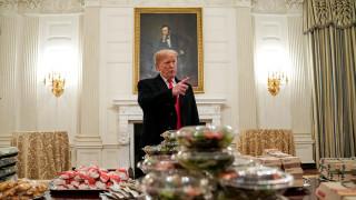 «Βρώμικο» στον Λευκό Οίκο: Δεξίωση με… μπέργκερ λόγω shutdown
