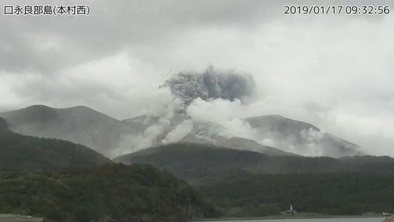https://cdn.cnngreece.gr/media/news/2019/01/17/162176/photos/snapshot/2019-01-17T005933Z_1761138200_RC1BD0BBE8F0_RTRMADP_3_JAPAN-VOLCANO.JPG