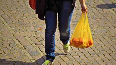 Πλαστικές σακούλες: Πόσο μειώθηκε η χρήση τους το 2018;