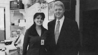 Ο λεκές που έμεινε στην ιστορία: 21 χρόνια από το σκάνδαλο Κλίντον - Λεβίνσκι