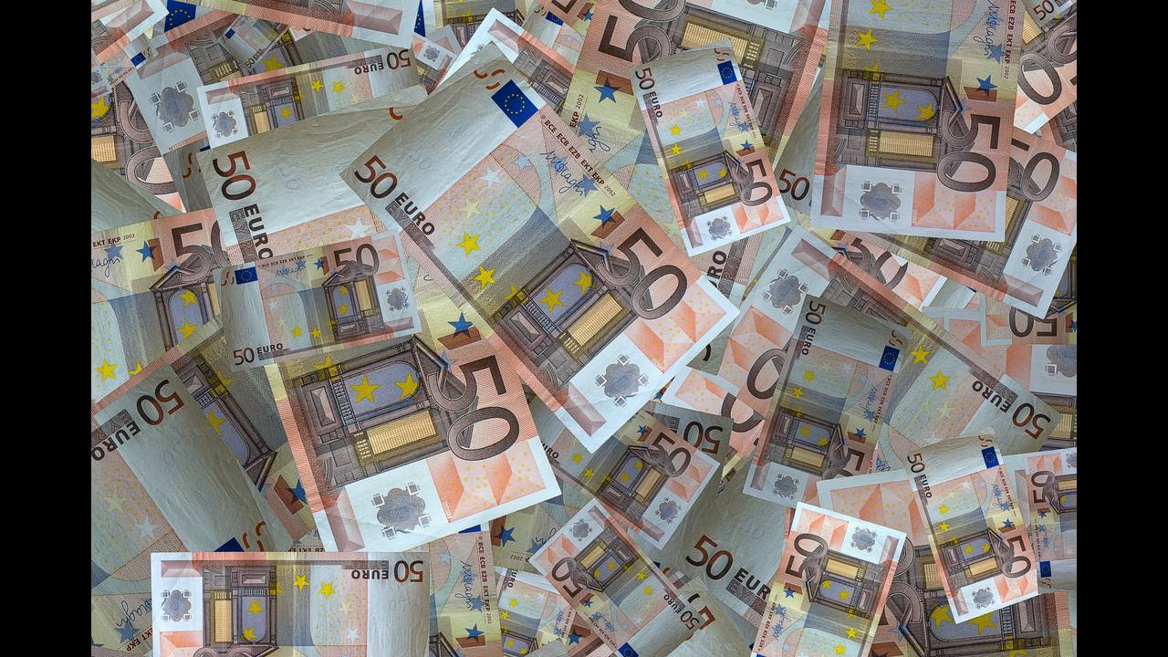 https://cdn.cnngreece.gr/media/news/2019/01/17/162256/photos/snapshot/money-2943692_1920.jpg