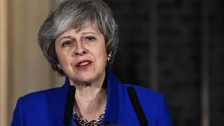 Μέι σε Κορμπιν: Αδύνατο να αποκλείσουμε ένα Brexit χωρίς συμφωνία