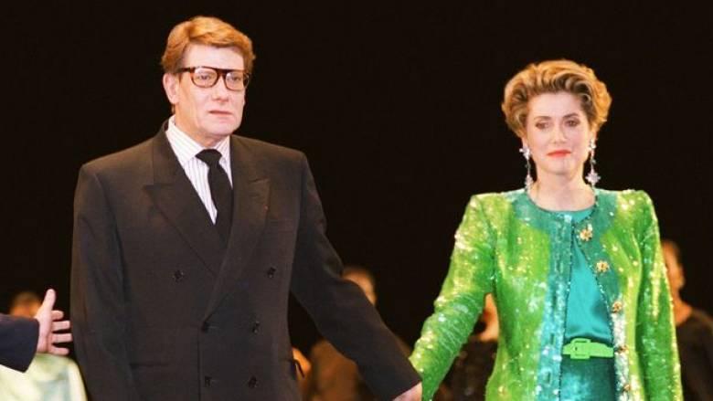 Η Κατρίν Ντενέβ πουλάει την γκαρνταρόμπα που της έφτιαξε ο Yves Saint Laurent