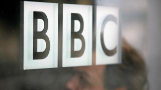 «Πανικοβλήθηκα»: Θύμα σεξουαλικής κακοποίησης καταγγέλλει το BBC για αποκάλυψη της ταυτότητάς της