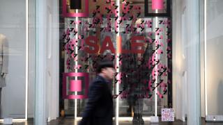 Χειμερινές εκπτώσεις: Ανοιχτά αύριο τα καταστήματα