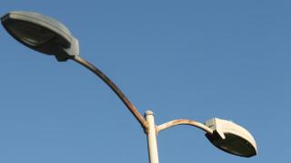 Γιατί εδώ και πέντε ημέρες δεν έχουν σβήσει τα φώτα στους δρόμους της Μυτιλήνης;