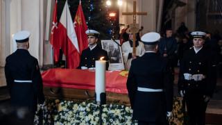 Η Πολωνία αποχαιρετά τον δήμαρχο του Γκντανσκ που δέχθηκε επίθεση με μαχαίρι