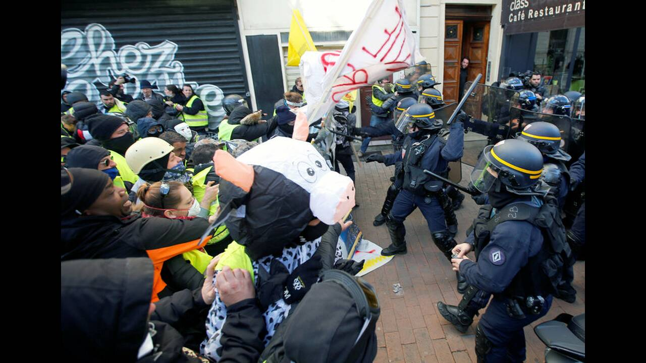 https://cdn.cnngreece.gr/media/news/2019/01/19/162502/photos/snapshot/2019-01-19T161554Z_460601754_RC1CC72D4170_RTRMADP_3_FRANCE-PROTESTS.jpg