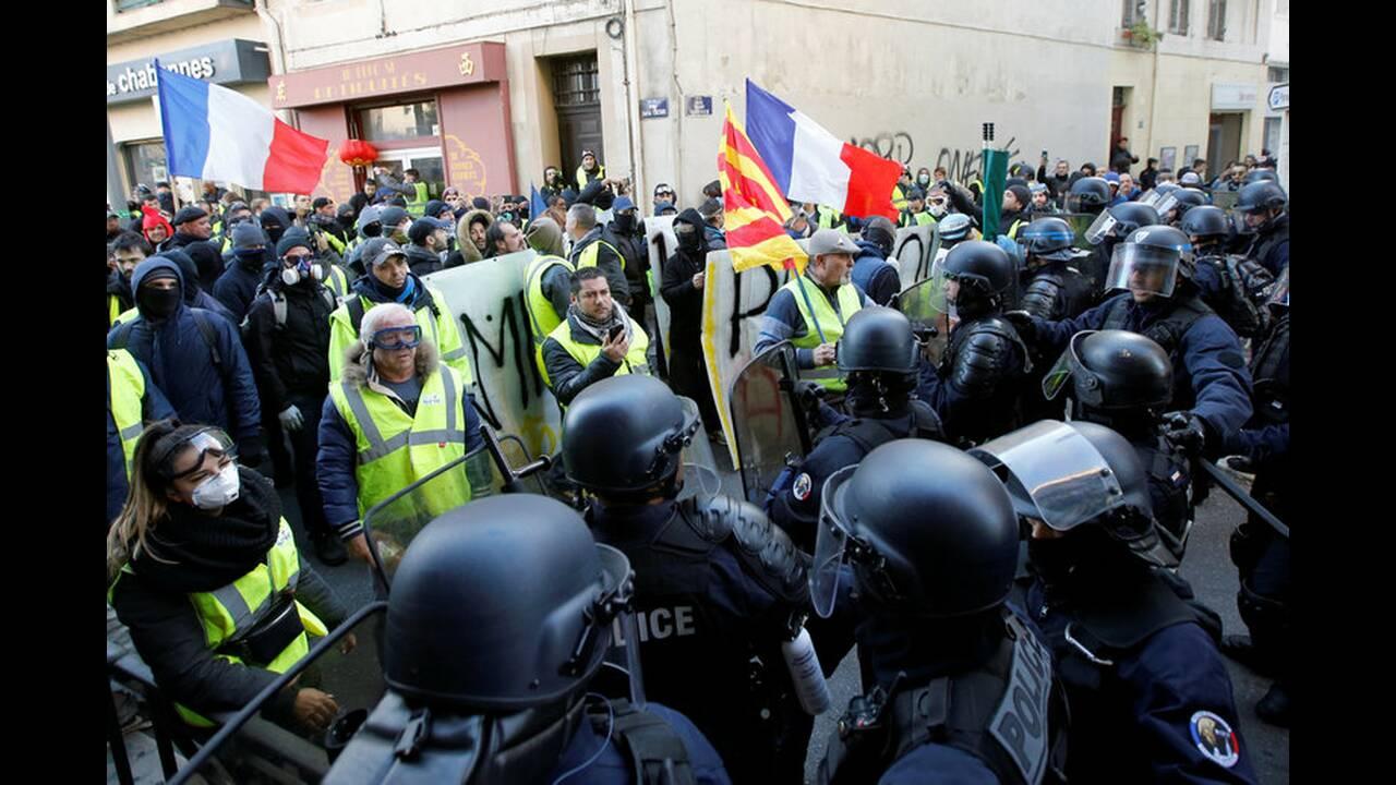 https://cdn.cnngreece.gr/media/news/2019/01/19/162502/photos/snapshot/2019-01-19T162321Z_1804167279_RC1A4B941F60_RTRMADP_3_FRANCE-PROTESTS.jpg