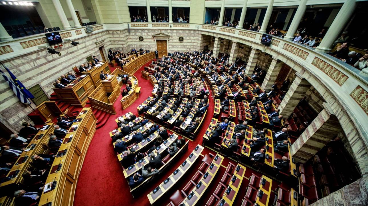 Τρεις κηδείες και ένας γάμος στο πολιτικό σκηνικό της χώρας