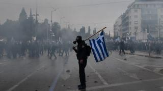 «Άγρια» επεισόδια, μαχαιρώματα και «κόλαση» από χημικά στο συλλαλητήριο για τη Μακεδονία