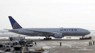Καναδάς: Έμειναν εγκλωβισμένοι στο αεροπλάνο για 13 ώρες λόγω κακοκαιρίας
