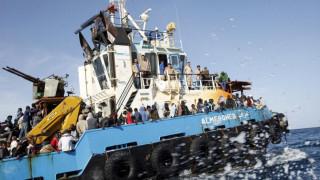 Στο λιμάνι της Μισράτα οι 100 μετανάστες που διασώθηκαν ανοικτά της Λιβύης
