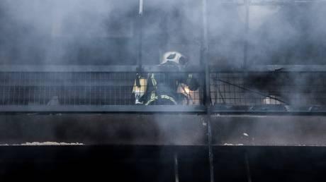 Τραγωδία στον Κολωνό: Νεκρός άνδρας σε πυρκαγιά