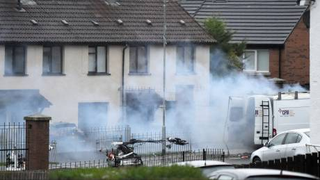 Ιρλανδία: Συναγερμός για λευκό βαν που εγκατέλειψαν κουκουλοφόροι