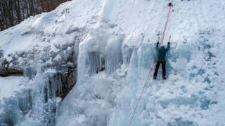 Μοναδικές εικόνες: Αναρρίχηση στον πάγο στον Λαϊλιά Σερρών