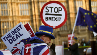 Brexit: Άρχισαν οι αιτήσεις «μόνιμης κατοικίας» μέσω κινητού για τους Ευρωπαίους πολίτες