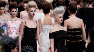 Chanel: Επίδειξη με εντυπωσιακές δημιουργίες του Λάγκερφελντ αλλά χωρίς τον ίδιο
