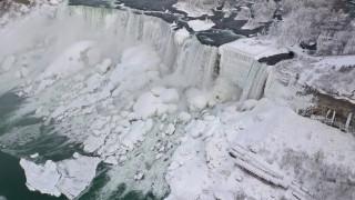 Χάρμα οφθαλμών οι παγωμένοι καταρράκτες του Νιαγάρα